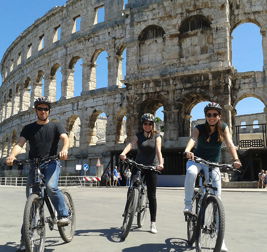 bike tour pula